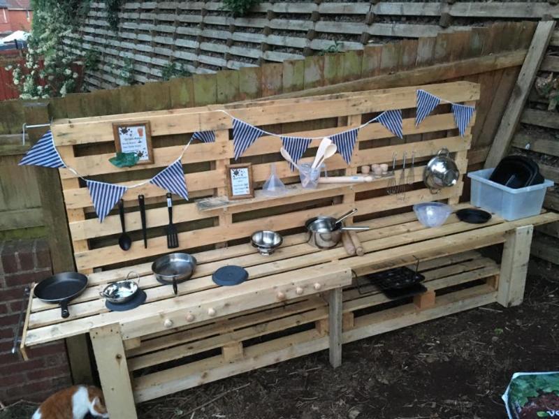 Mud kitchen in the garden to make your own creation